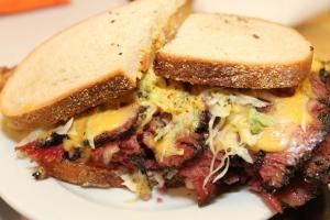 katzs-delicatessen-new-york-katzs-pastrami-sandwich-610x407