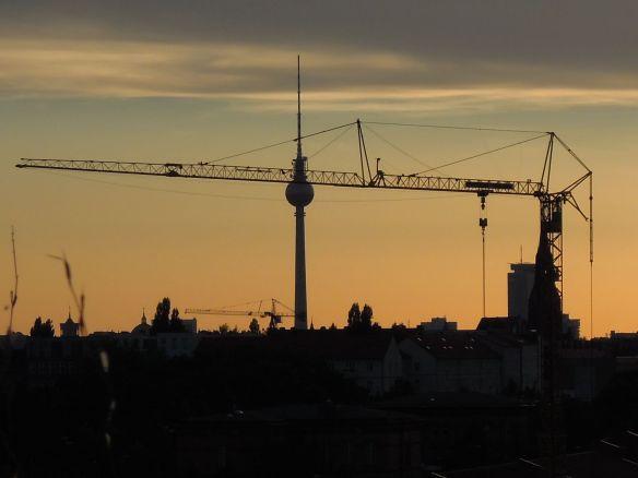 Nach Sonnenuntergang erwacht Berlin.