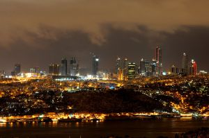 Istanbul_skyline_at_night