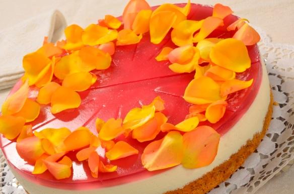 Ein Favorit von Corinna Brauer: die Rosenblütentorte. Foto: Emil Bezold