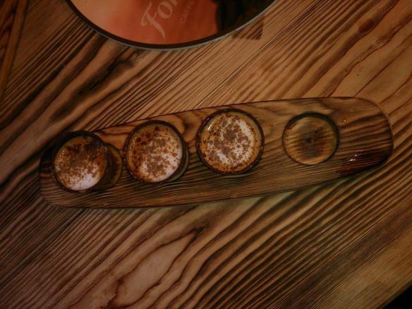 was besonderes auf dem Nürnberger Christkindlesmarkt: Mini-Cappuccino aus essbaren Tässchen.