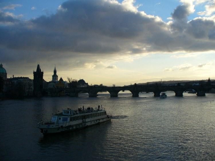 Prag präsentiert sich auch aus der Fluss-Perspektive von seiner schönsten Seite.