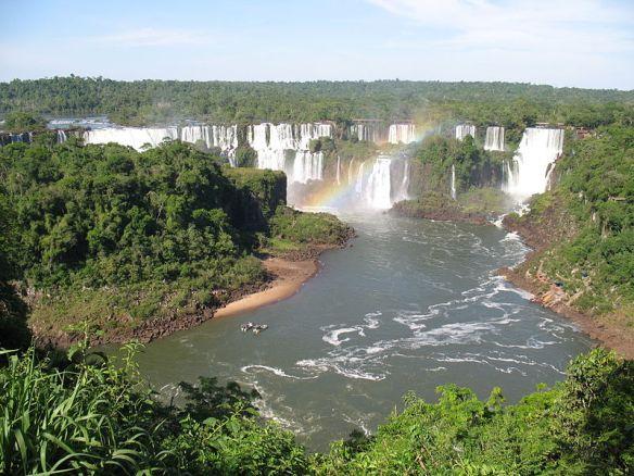 Die Iguacu-Wasserfälle an der brasilianisch-argenitinischen Grenze sind Weltnaturerbe.