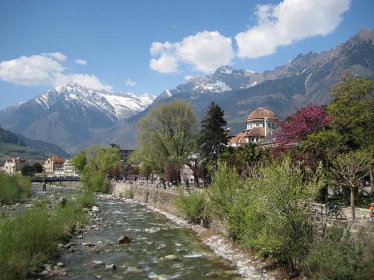 Meran liegt an der Passer, welche in den südlichen Ötztaler Alpen entspringt und dem Passeiertal den Namen gab.