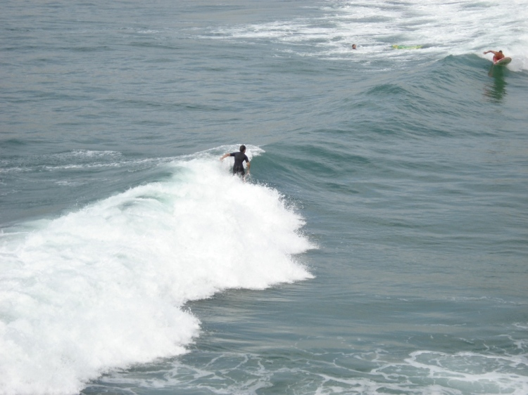 Wellenreiten an Frankreichs Atlantikküste - auch von Profis geschätzt.