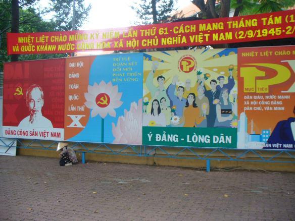 """Hồ Hồ Hồ Chí Minh! """"Onkel"""" Hồ, wie der ehemalige Premierminister und Präsident Vietnams liebevoll genannt wird, genießt noch immer einen hohen Stellenwert in der Bevölkerung."""