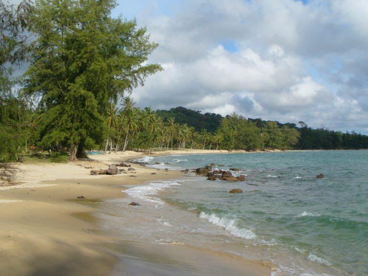 Insel-Idyll auf Phú Quốc. Nur nicht zu nahe an die Fässer kommen.