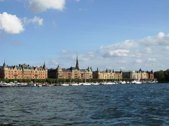 Der Stockholmer Hafen, mit Blick auf Östermalm.