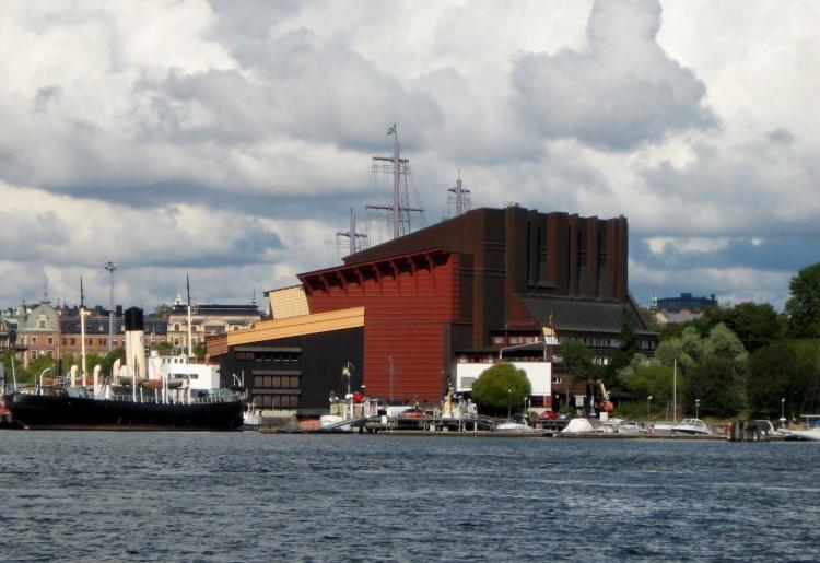 Das Vasmuseum mit den riesigen Masten, die die ursprüngliche Höhe der Vasa markieren.