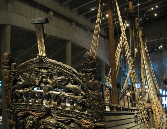 Das Heck der Vasa ist verziert mit Hunderten Schnitzereien.
