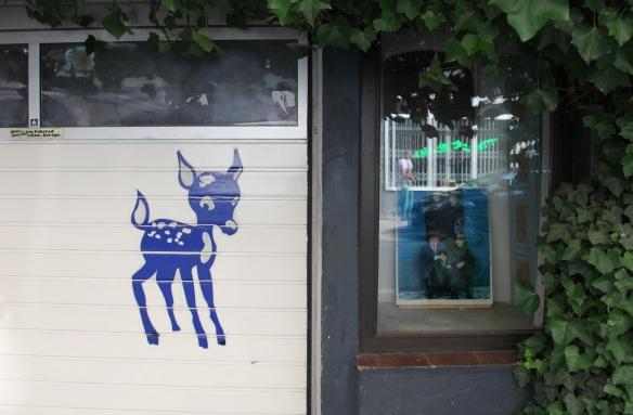 """Die Jungrocker """"logierten"""" oberhalb des einstigen Bambi-Kinos in der Paul-Roosen-Straße 33. (© Mirja Schellbach)"""