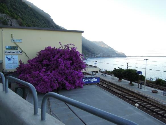 Gute Verbindung: Jedes Dorf in der Ausflugsregion Cinque Terre verfügt über einen eigenen Bahnhof.